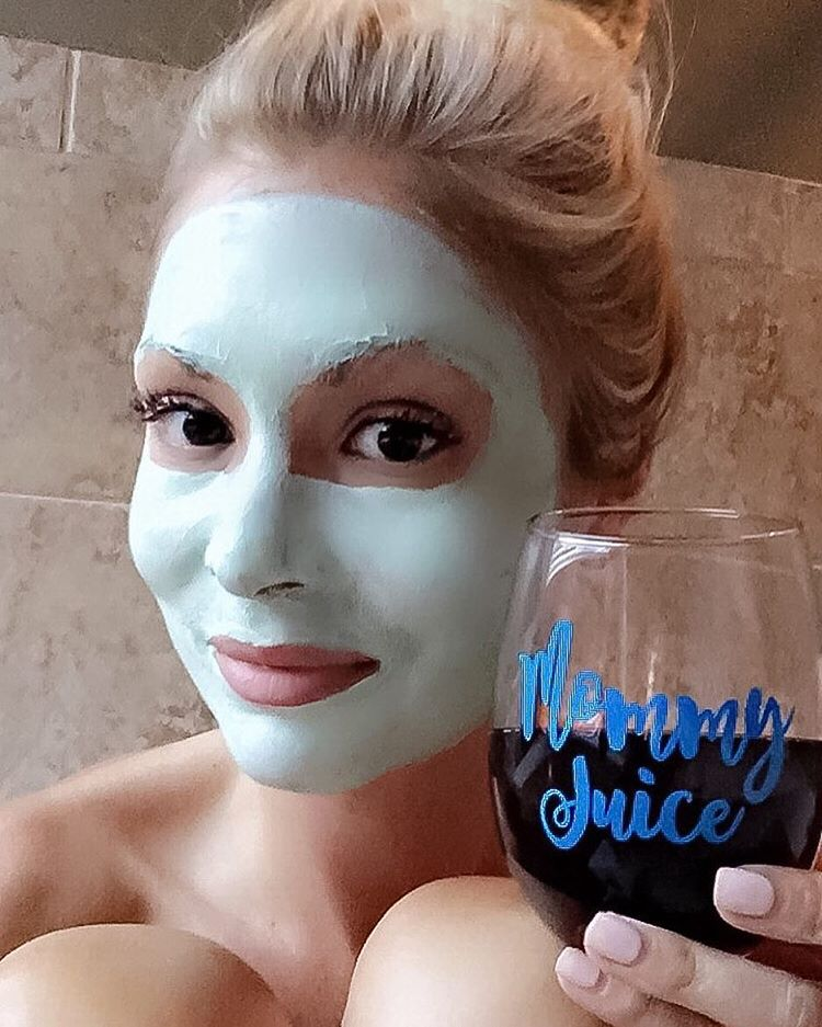 #Momlife is never wild, but always crazy! Happy Friday friends!! {Linked up my fav nighttime cleansing products!} http://liketk.it/2oQdy #tgif #summer