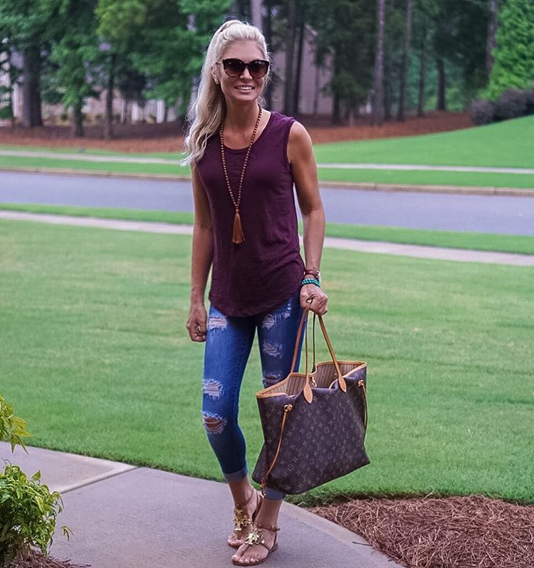 Gotta love a basic tank for easy transitioning into Fall! {Especially when they are under $25!} http://liketk.it/2oRvz @liketoknow.it #liketkit
