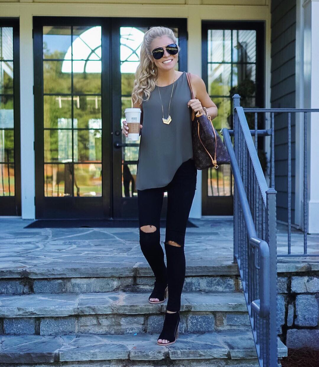 Another day, another pair of ripped jeans! I'm totally obsessed!!✌️#rippedjeansarelife http://liketk.it/2p302 #ootd #wiw #liketkit #readyforfall