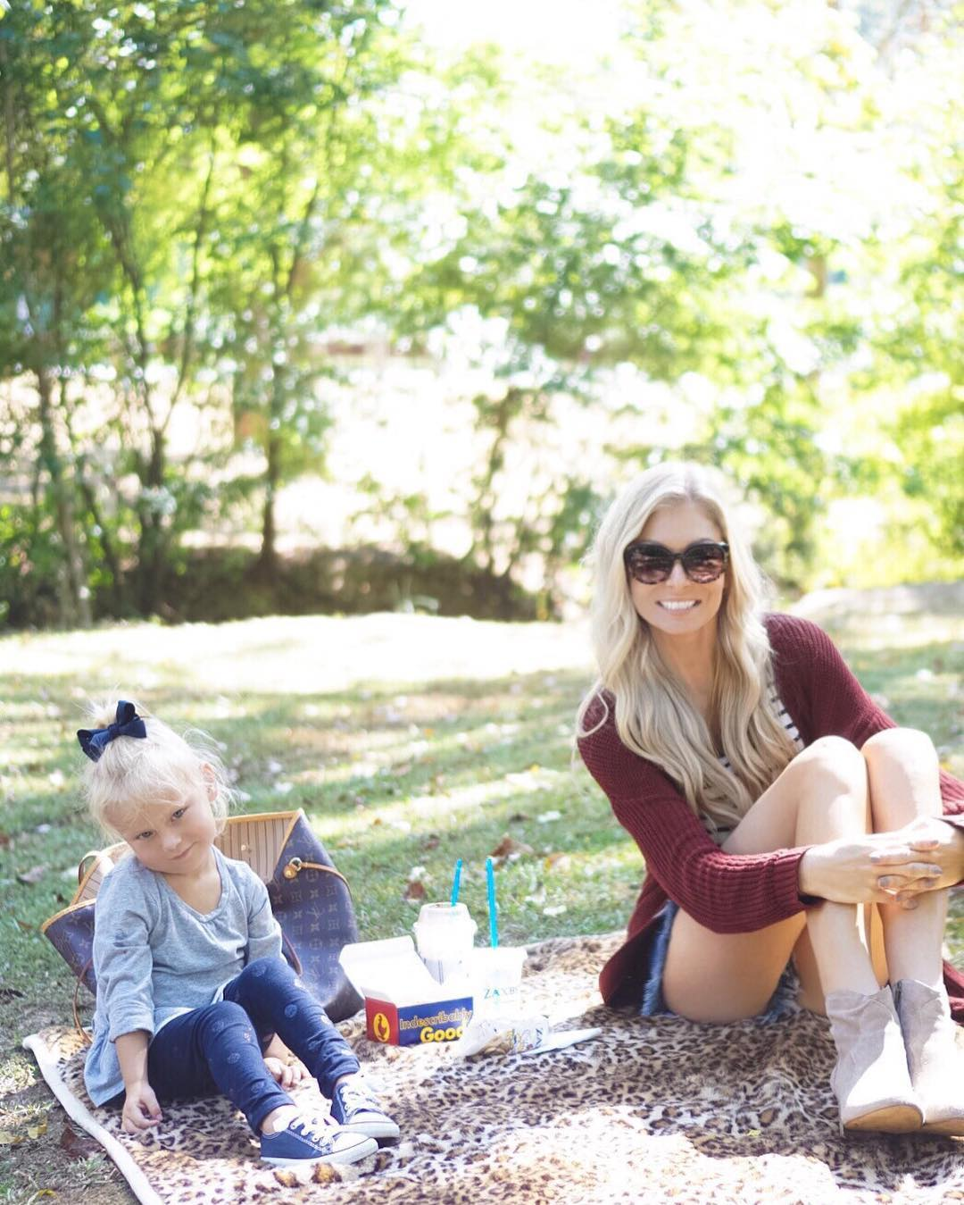 When it feels like summer in the middle of October...forget the to-do list and picnic at the park! ☀️ { Spoiler alert - bees really love birthday cake milkshakes } #lifewithblove #momlife