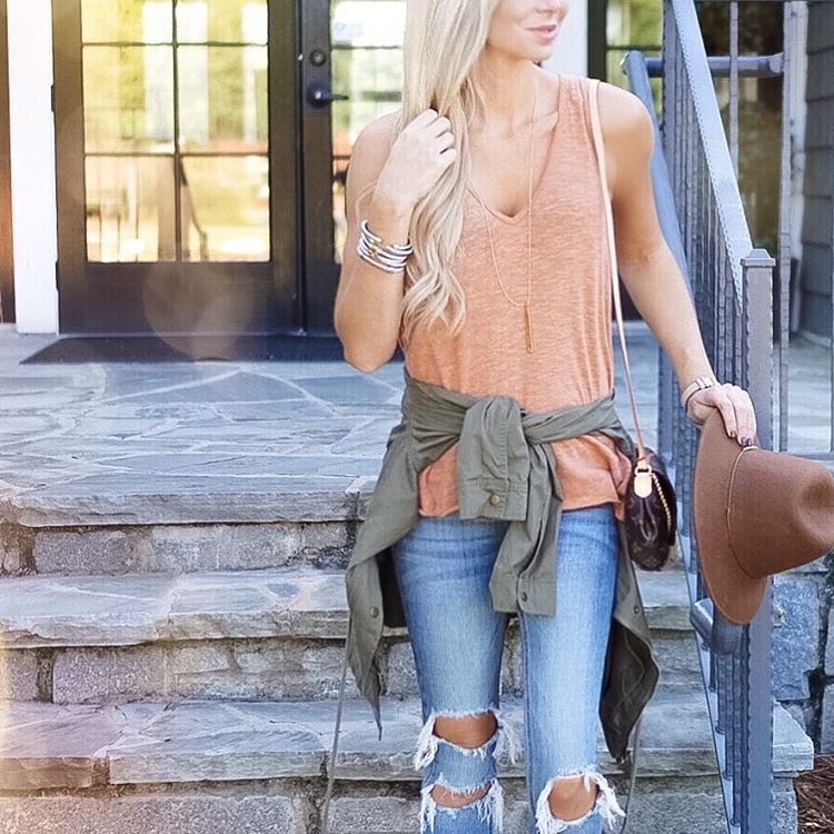Ripped jeans FTW this morning!! Happy Monday friends! ☀️ http://liketk.it/2pqmL #happymonday #mondaze #ootd #wiw #liketkitunder50 #liketkit