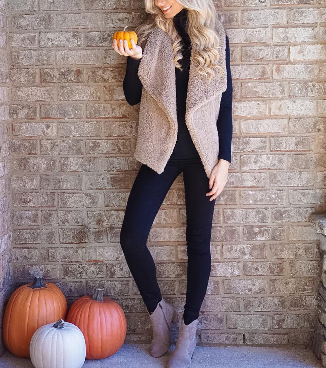 Everyone is already busting out their Christmas trees and I'm over here like, wait it's not even Thanksgiving yet??!!! // Obsessed with this vest, it'a like wearing a teddy bear!! // http://liketk.it/2pCYF #wiw #ootd #fall #fallfashion #liketkit #readyforchristmas