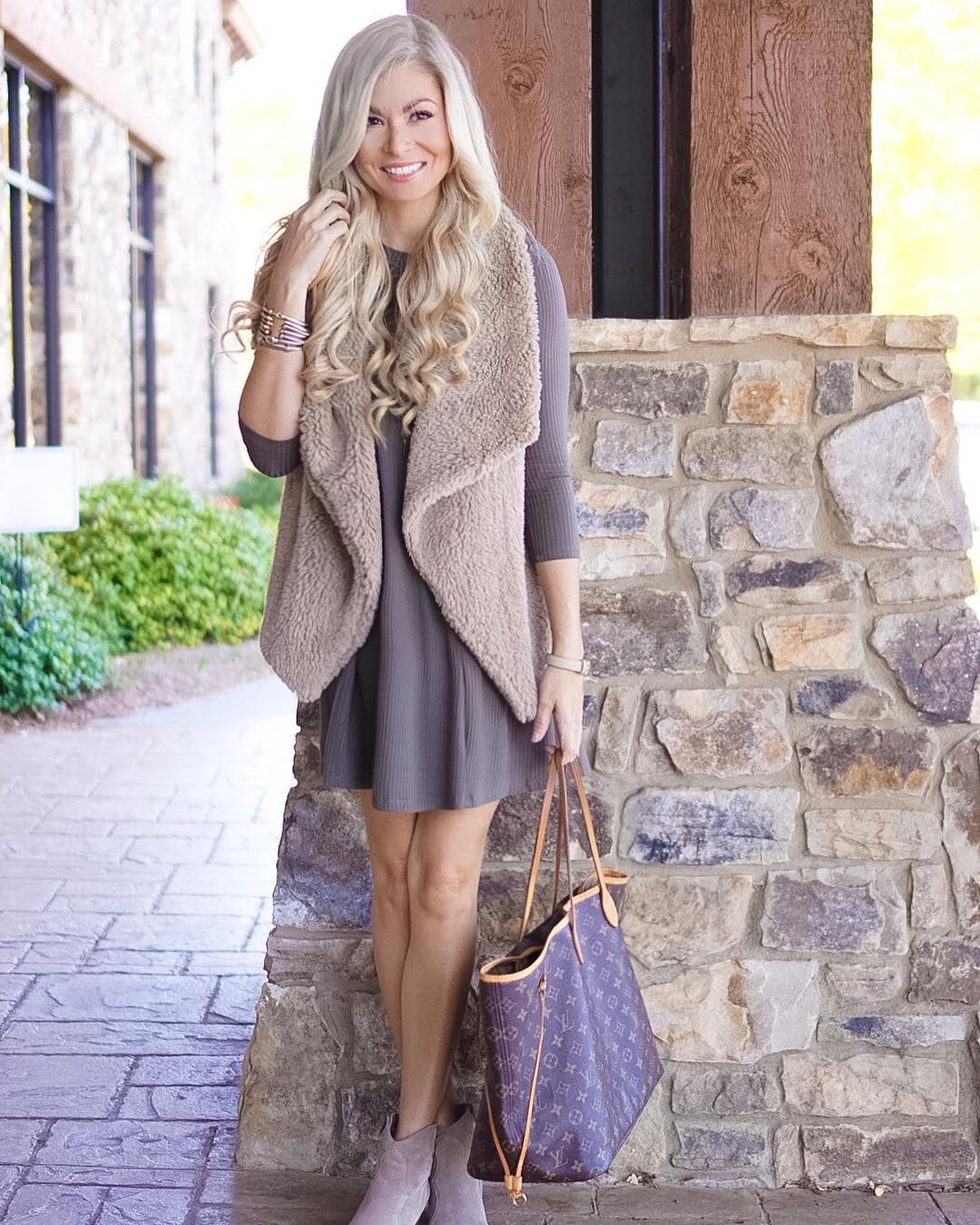 Obsessed with this furry vest! // I've been way behind on my posts but this look and bunch of other recent outfits are on the blog today!! http://liketk.it/2pzja #liketkit #liketkunder50 #wiw #ootd #fall #fallfashion