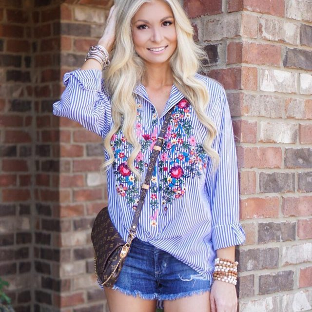 Loving everything embroidered right now! This top is so funhellip