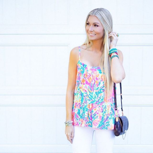 Gimme all the colorful tops! I cant get enough!! Hopehellip