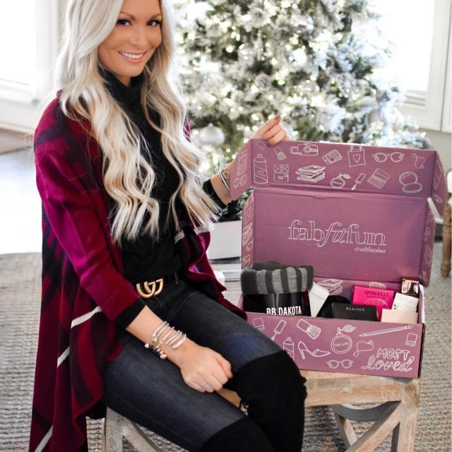 Obsessing over this fabfitfun Winter Editors Box full of goodies!hellip